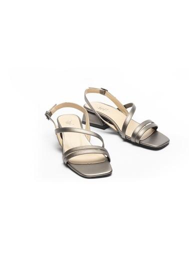 La scada Spor Sandalet Gümüş